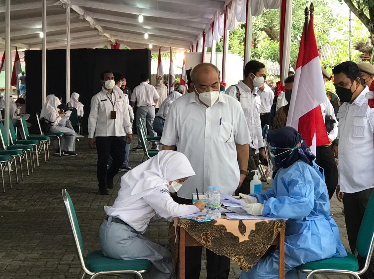 Vaksinasi Masal Pelajar DIY di SMA N 1 Yogyakarta